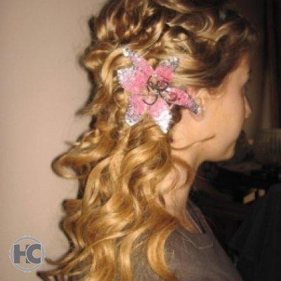 image of flower in hair