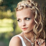 woman with wedding hairstyle curls