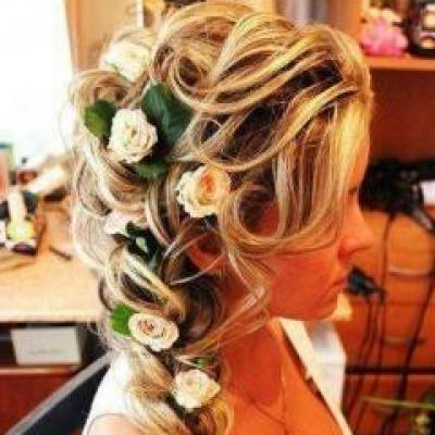 wedding hair with flowers on it